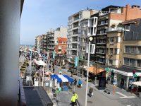 Le marché dans l'avenue de la mer à Coxyde le vendredi